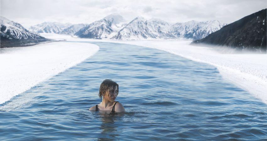 kobieta w zimnej wodzie